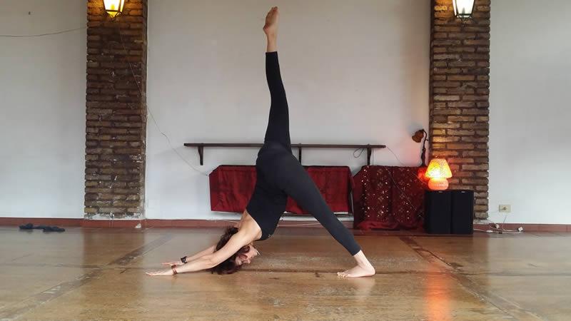 Eka Pada Adho Mukha Svanasana Silvia Mileto Spanda Yoga
