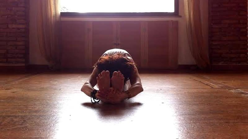 Pashimottasana Silvia Mileto Spanda Yoga Roma
