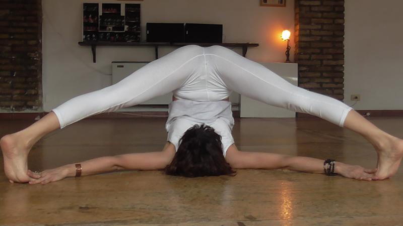 Supta Konasana Silvia Mileto Spanda Yoga Roma